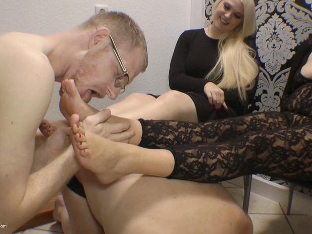 SweetSusi - Arm Wrestling Winner Licks My Feet