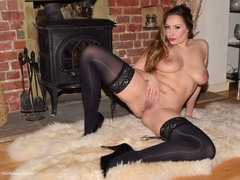 PhillipasLadies - Sophia Spreads Her Legs Gallery
