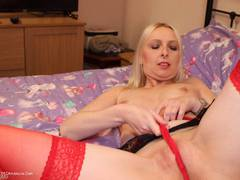 TraceyLain - Dodgy Suspender Belt Pt1 HD Video