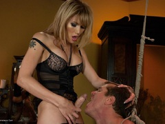 EvaLinTS - The Hotest New Starlet Pt1 HD Video
