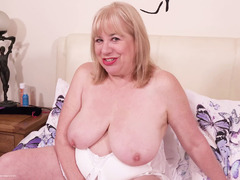 SpeedyBee - Glass Dildo Pt1 HD Video