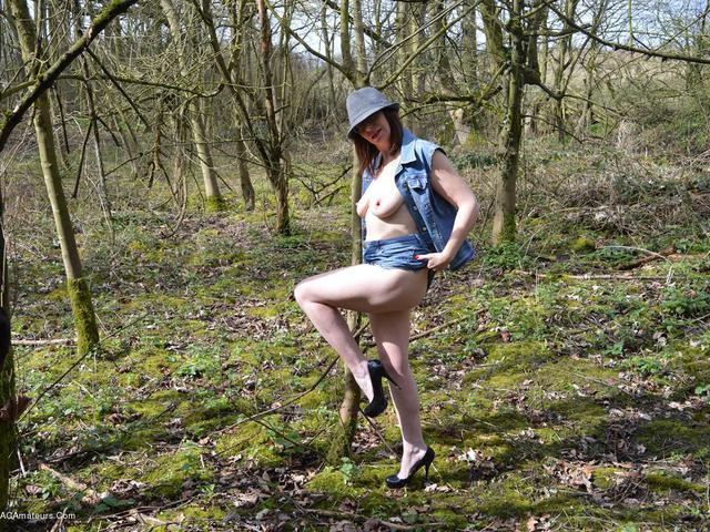 BarbySlut - Barby In The Woods