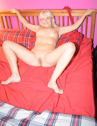 phillipasladies - Lil Removes Her Stockings Free Pic 4