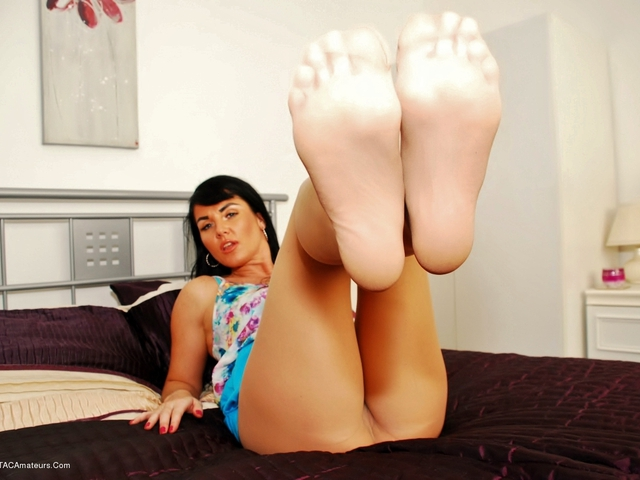 RaunchyRaven - Pantyhose Ripping In Bed