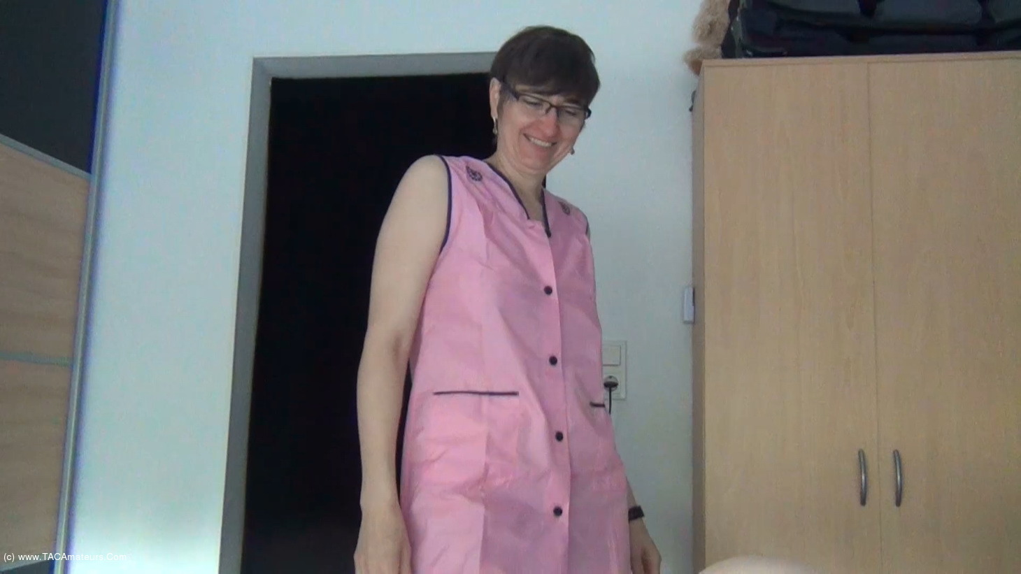 HotMilf - Blowjob In The Pink Apron scene 3