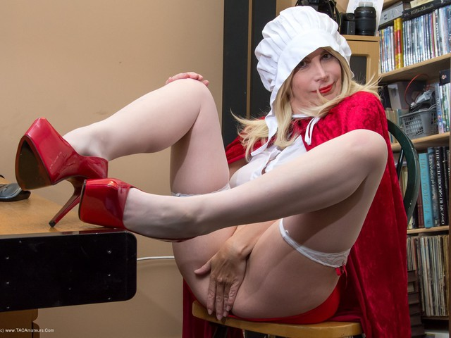 BarbySlut - The Handjob Maid