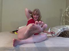 CougarBabeJolee - Pamper My Pretty Bare Feet HD Video
