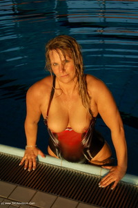 sweetsusi - The Indoor Swimming Pool Free Pic 3