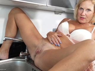 Molly MILF - Pissing In The Sink HD Video