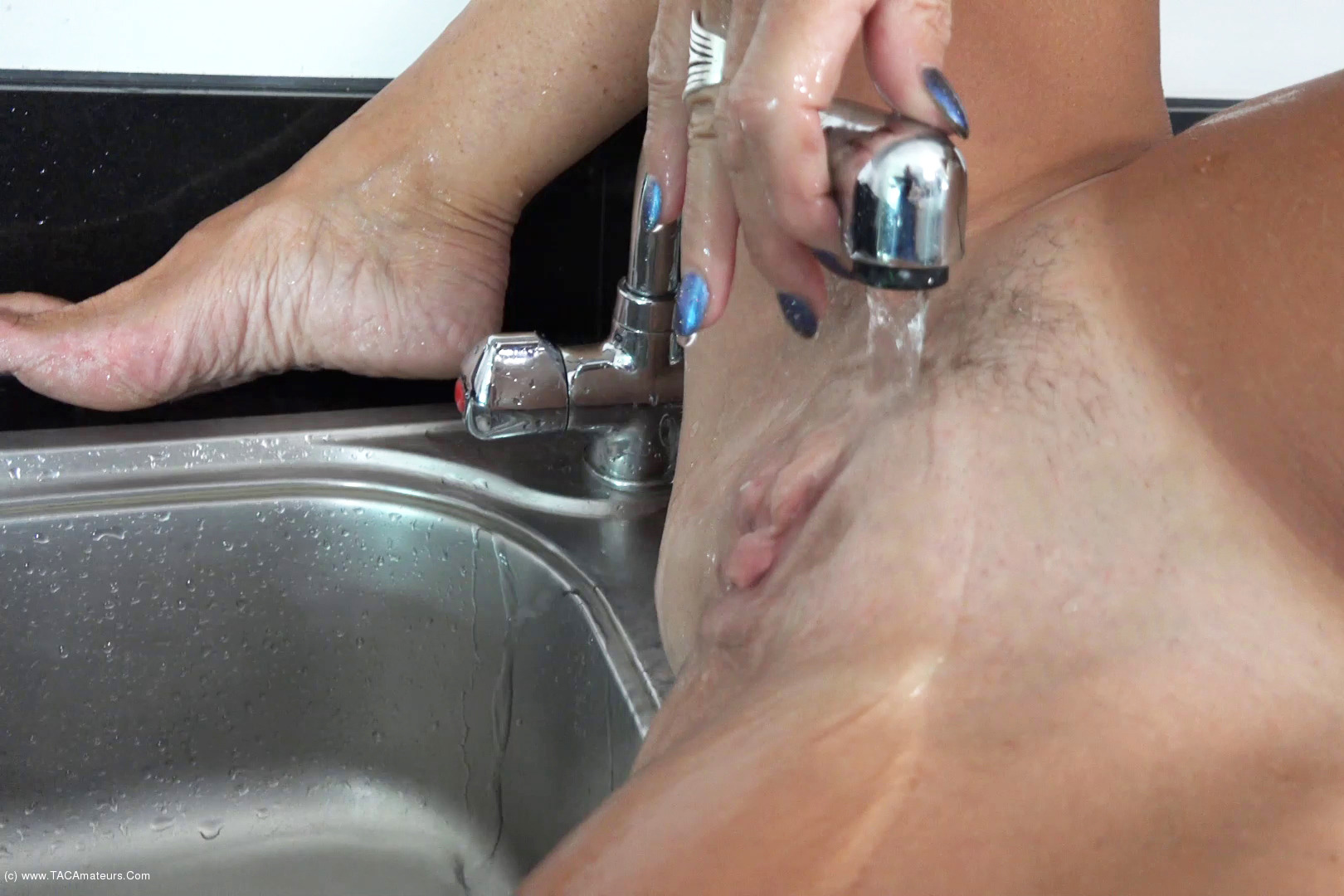 MollyMILF - Pissing In The Sink scene 3