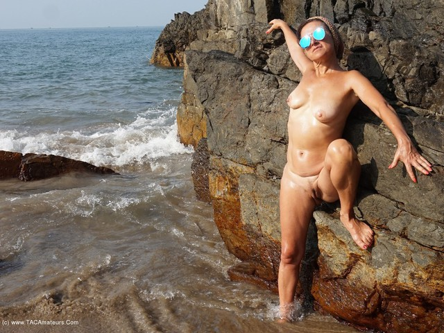 DianaAnanta - Black Rocks