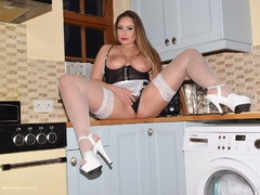 PhillipasLadies - Maid Sophia Spreads Her Legs Photo Album