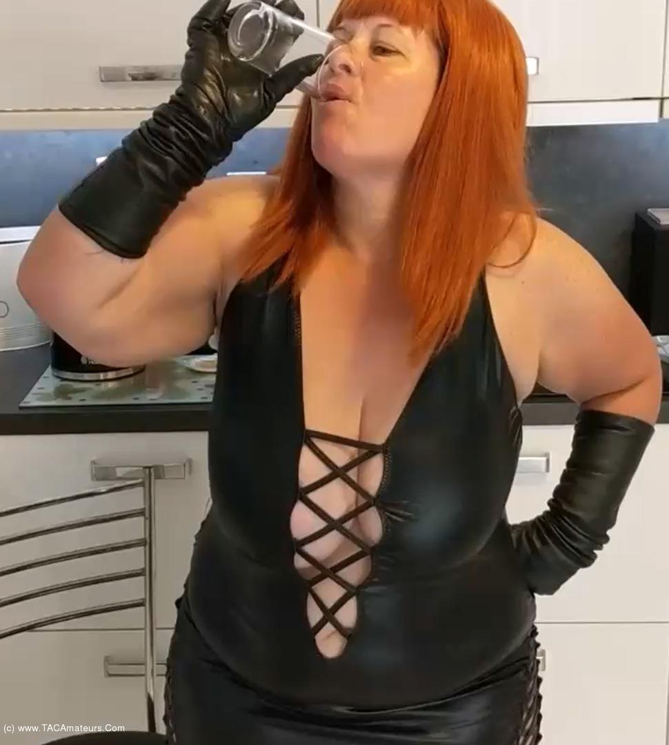 MrsLeather - Mrs Leather Gets Sloshed Pt1 scene 3