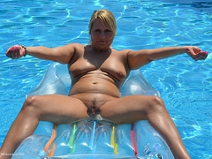 SweetSusi - Naked On The Air Matress Gallery