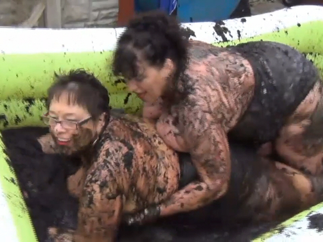 Kim & Honey Mud Wrestling Pt2