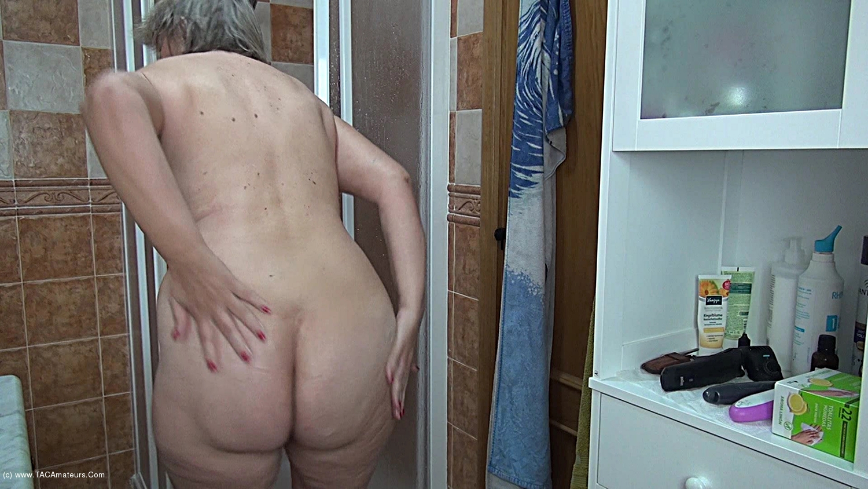 AbbyRoberts - Body Lotion On My Tits Pt1 scene 2