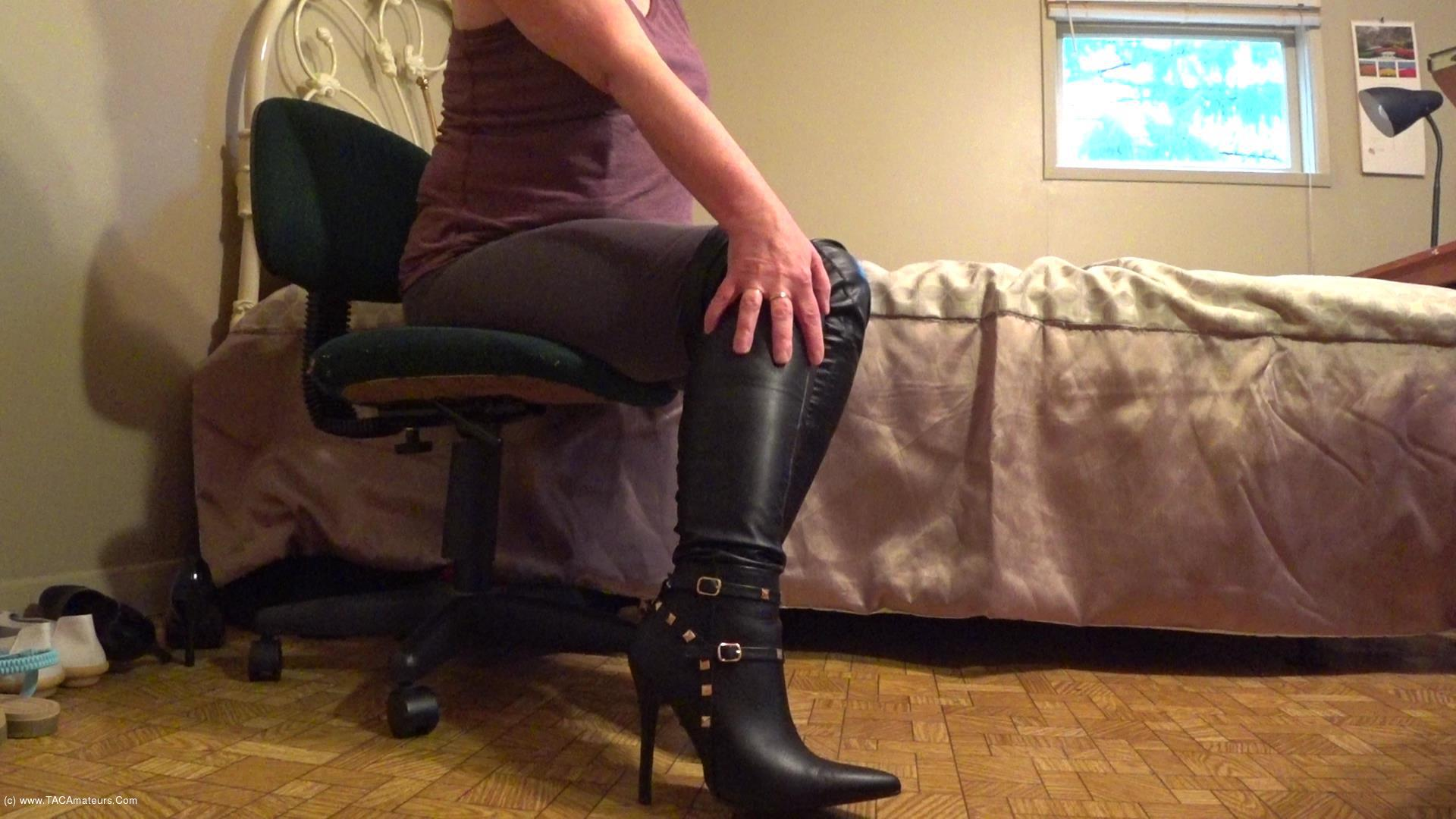 CougarBabeJolee - On Your Knees Bow & Serve My Sexy Leather Boots scene 2