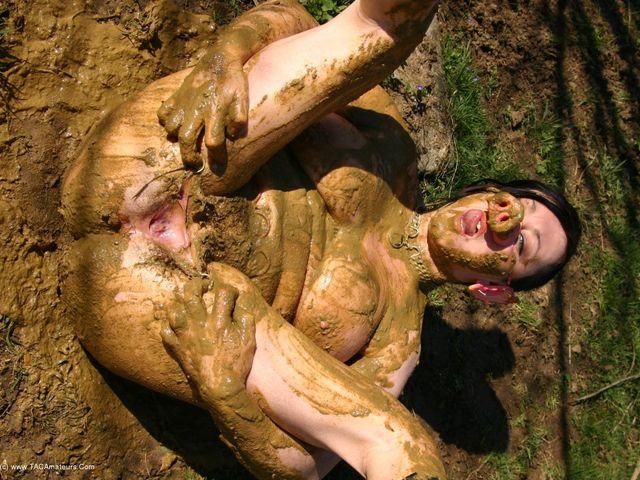 MaryBitch - Pig Slut In The Mud