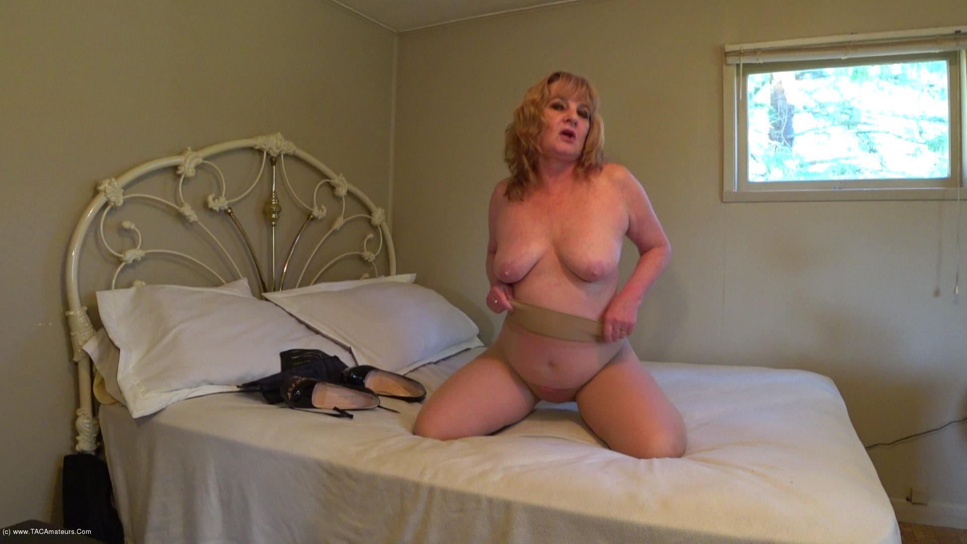 CougarBabeJolee - Pantyhose, Panties & Pee scene 2