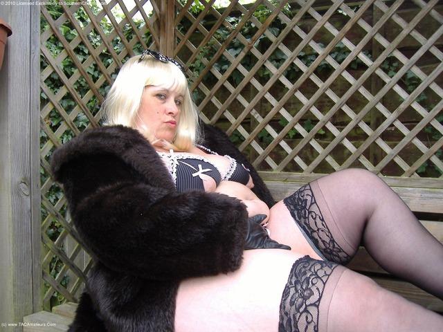 MrsLeather - Blonde In The Garden
