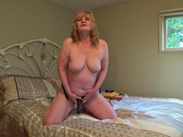 CougarBabeJolee - Sissy Boy Strapon