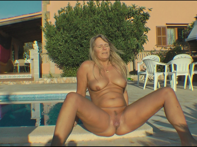 SweetSusi - Morning Piss By The Pool