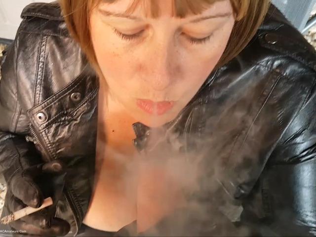 MrsLeather - Smoking  Handjob Pt2