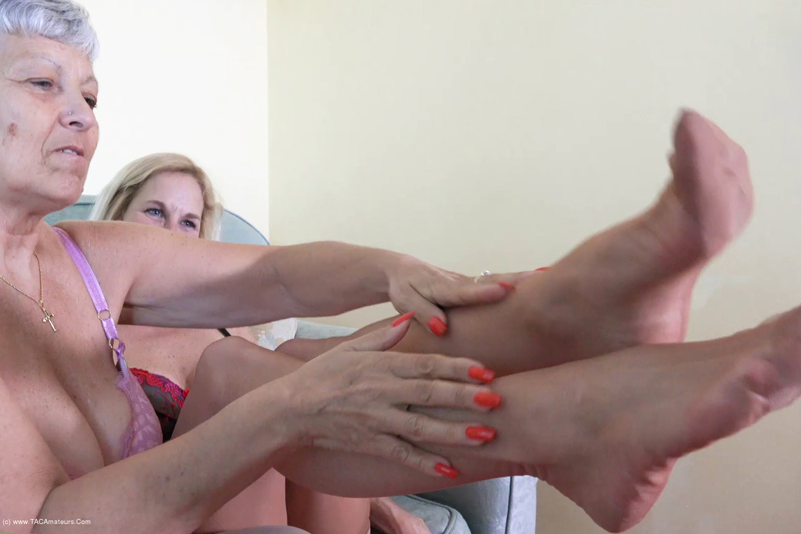 Savana - Dipping With Molly Pt1 scene 2