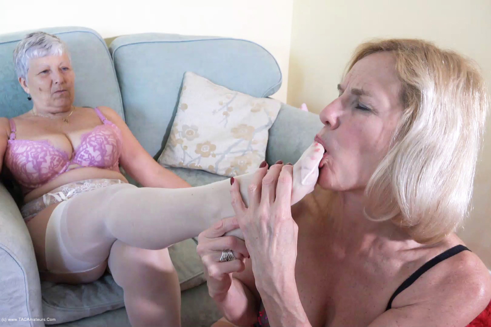 Savana - Dipping With Molly Pt1 scene 3