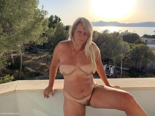 Sweet Susi - Naked At Sunset Picture Gallery