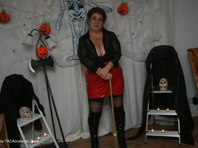 KinkyCarol - Halloween Pt1