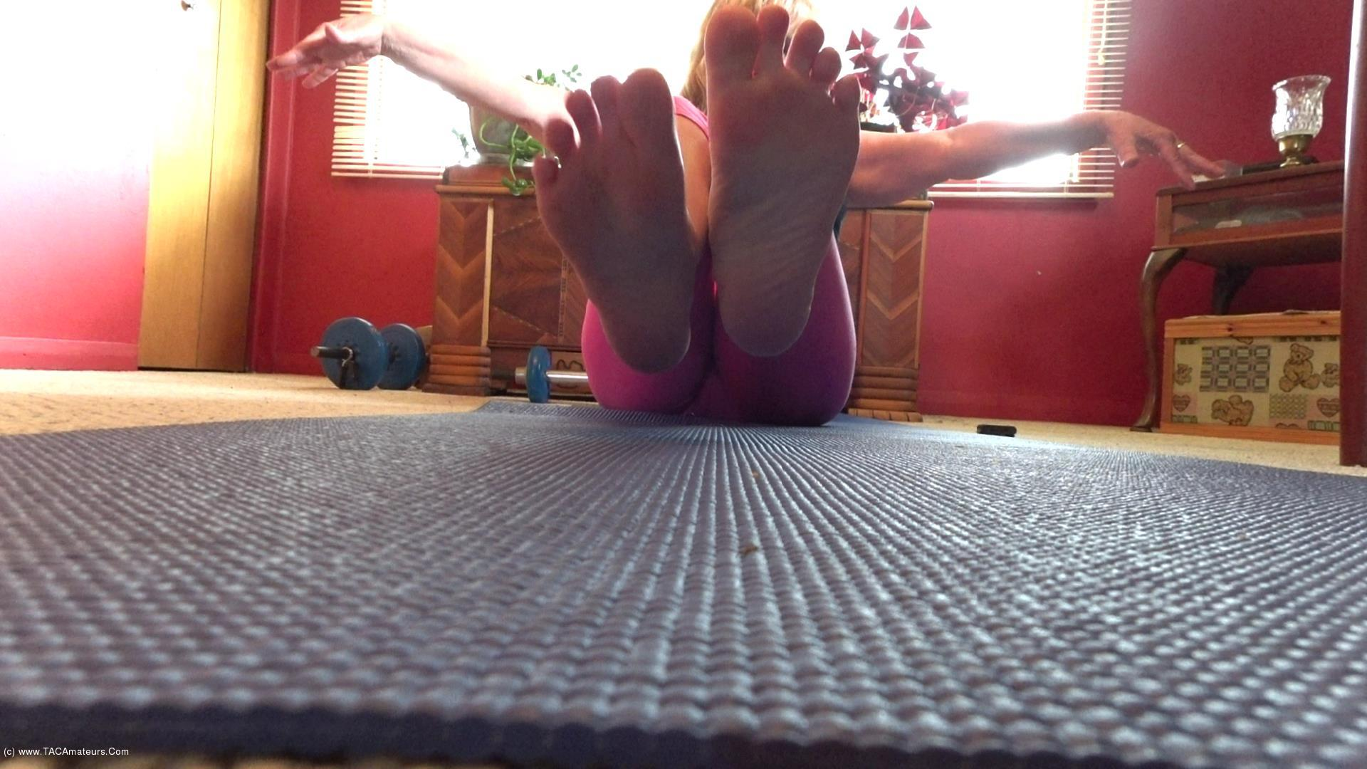 CougarBabeJolee - Barefoot Yoga Exquisite Feet To Worship scene 3