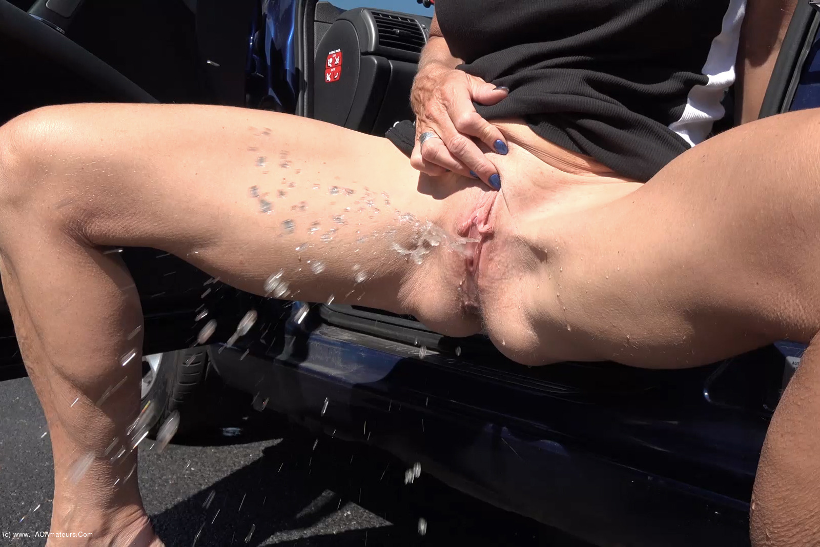 MollyMILF - Pissing For You scene 1