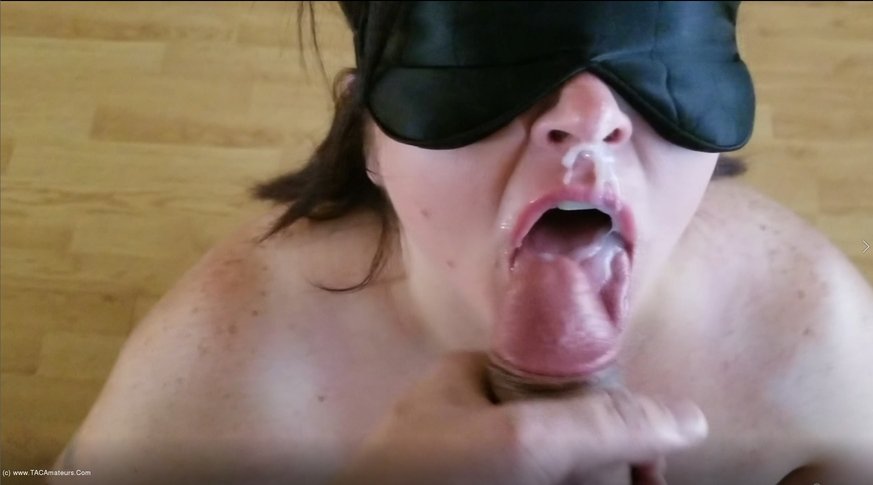 Free chubby flashporn video