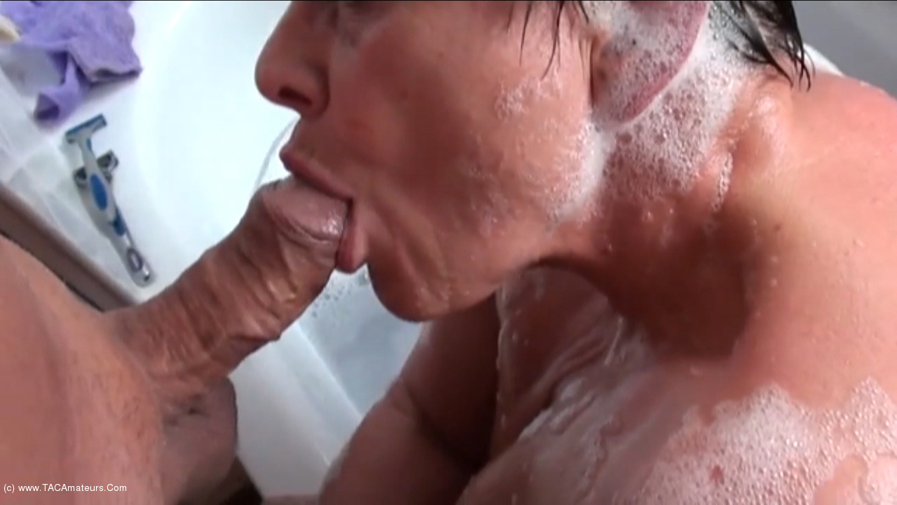 KimsAmateurs - BJ In The Bathroom Pt1 scene 1