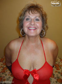 Busty-Bliss - Bak'in With Busty Pt1 Free Pic 2