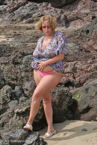 Curvy-Claire - Surf's Up! Pt1 Free Pic 2