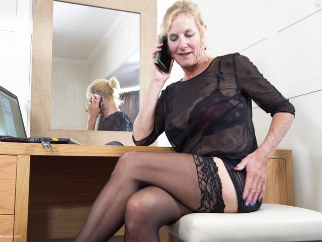 MollyMILF - Working From Home Phone Chat Pt1