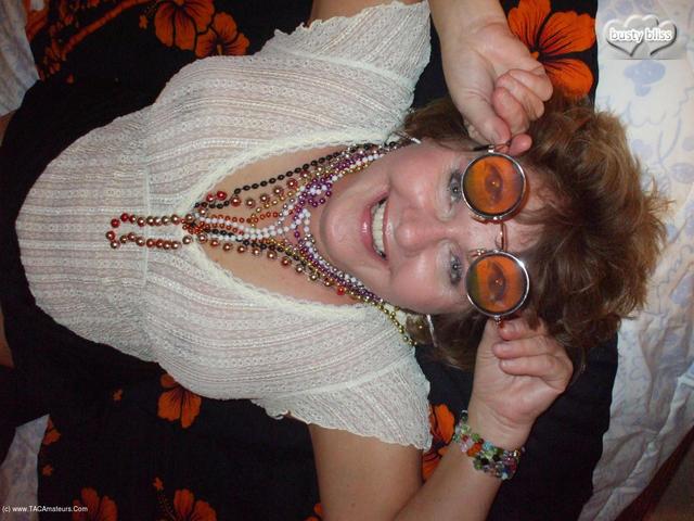 BustyBliss - Happy Hippy Halloween