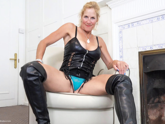 MollyMILF - My Black Leather Thigh Boots Pt1