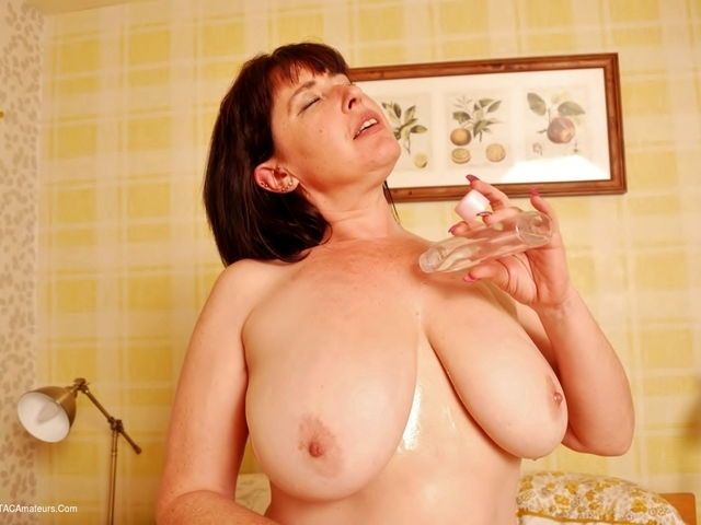 JuiceyJaney - I Love My Big Oiled Tits