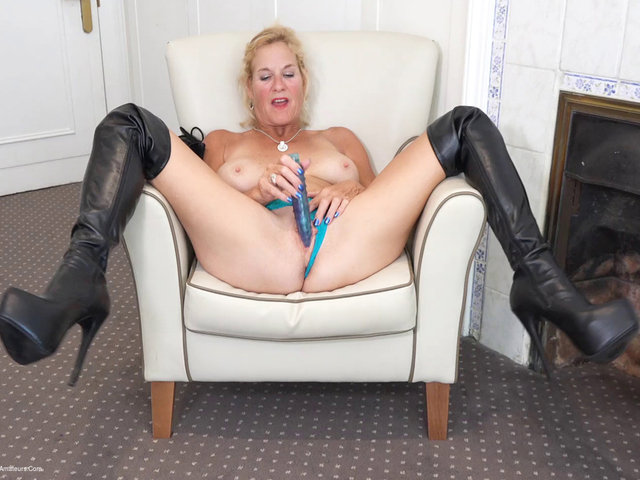 MollyMILF - My Black Leather Thigh Boots Pt2