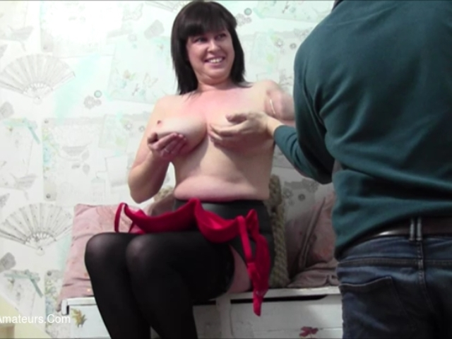 JuiceyJaney - My Sexy Posing Gives Him A Bulge