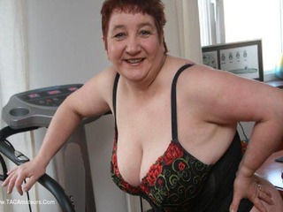 Kinky Carol - Keeping Fit Pt1 Picture Gallery