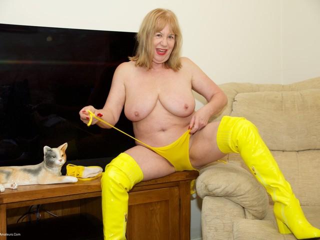 SpeedyBee - Yellow Bikini