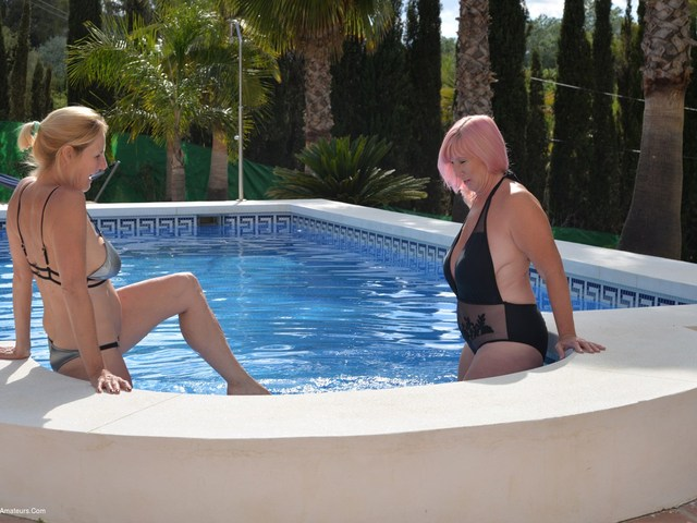 Melody & Molly's Poolside Fun Pt1