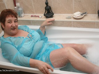 Kinky Carol - Bath Time Pt1 Picture Gallery
