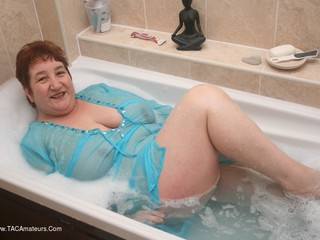 Kinky Carol - Bath Time Pt2 Picture Gallery