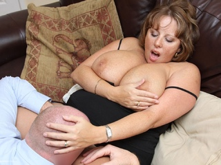 Curvy Claire - Claires Fun In The Living Room Picture Gallery