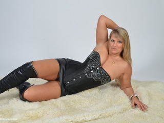Sweet Susi - My Black Corset Picture Gallery